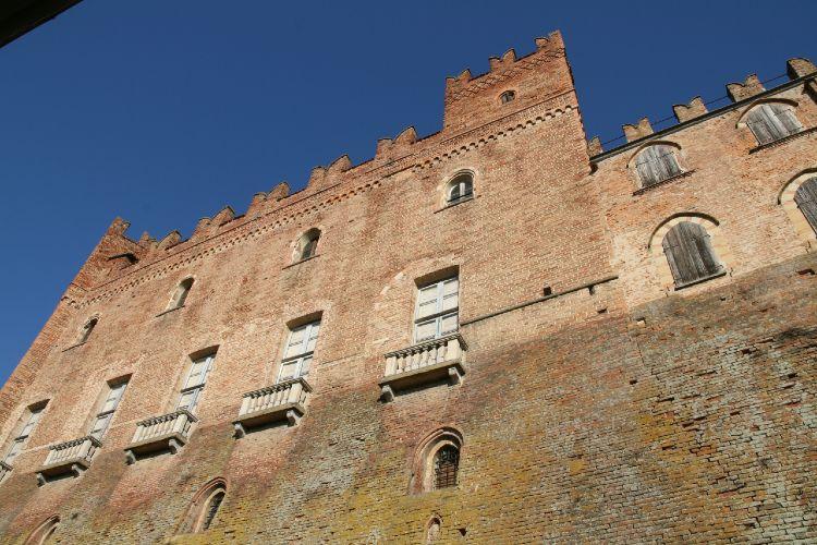 castello_montemagno.jpg